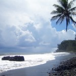view post Plage.sable.noir.Tahiti